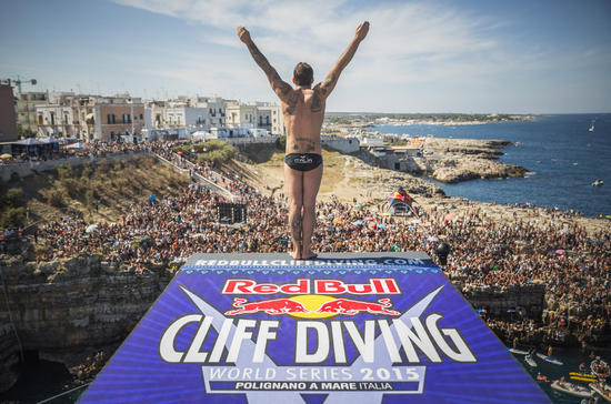 Red BULL cliff diving 1