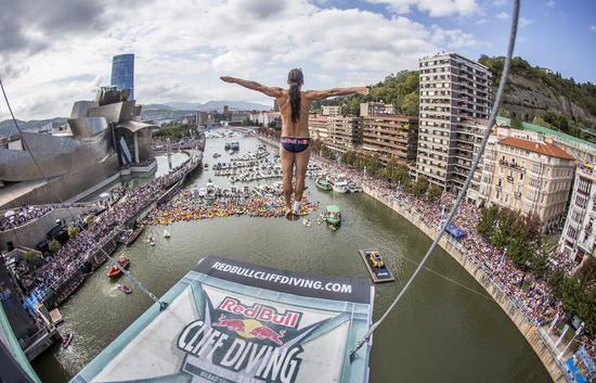 Red BULL cliff diving 2