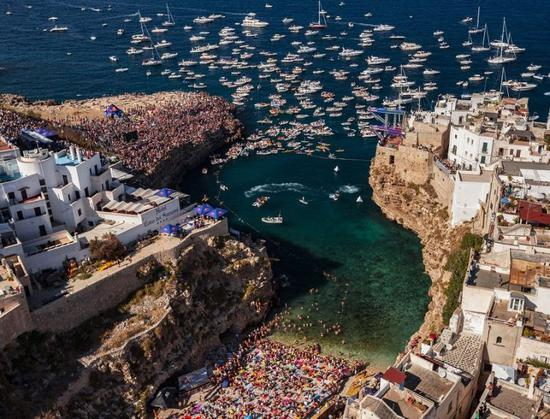 Red BULL cliff diving 4