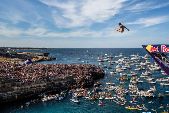 Red BULL cliff diving 5